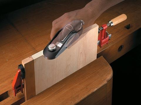 Veritas Einhandhobel im Einsatz beim Hirnholzhobeln